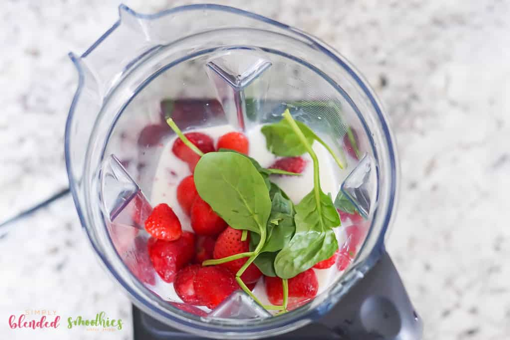 make a strawberry spinach smoothie