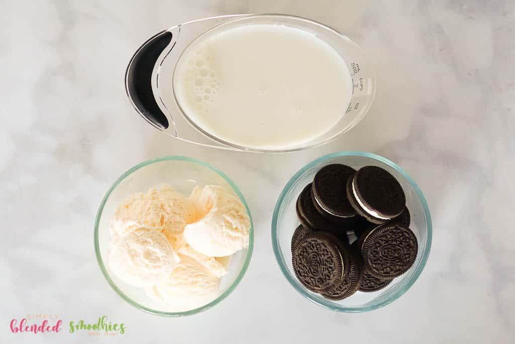 ingredients for an oreo milkshake